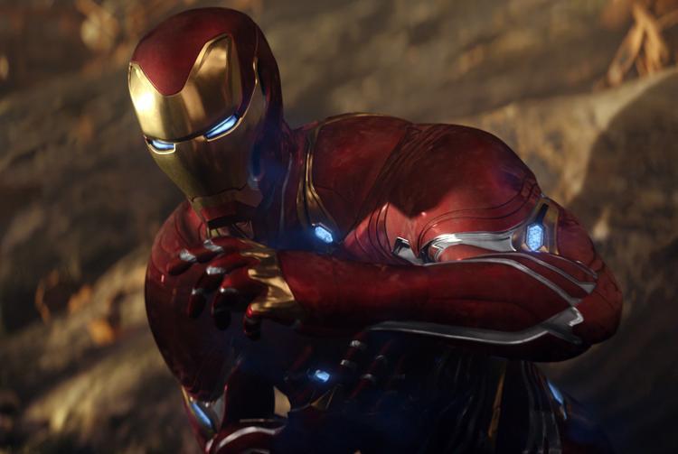 Trang phục của Iron ban đầu rất bắt mắt và tuyệt vời trong chiến đấu