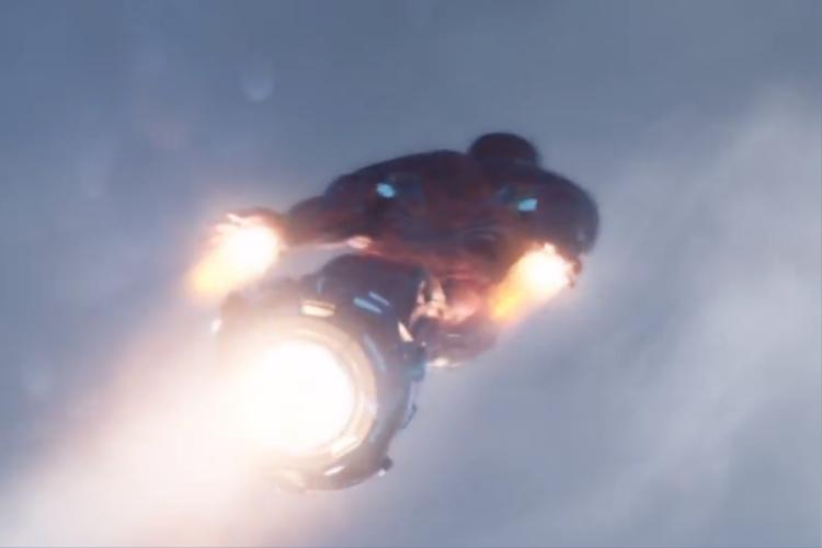 Trang phục của Iron Man như một món đồ chơi rẻ.