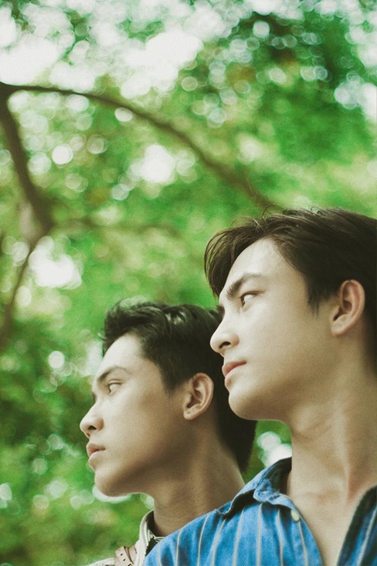 Đẹp như một bộ phim  Ai cũng phải thốt lên như thế khi xem xong bộ ảnh tình tứ của hai trai đẹp này