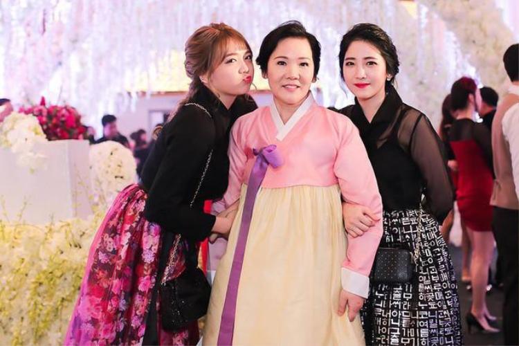 Lúc ấy, Rudya Yoo là một cô nàng trông mũm mĩm, với những đường nét Hàn Quốc khá đặc trưng trên gương mặt.