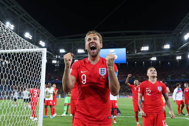 Những chiến thắng trước các đối thủ yếu khiến cho người Anh vội ảo tưởng về sức mạnh. Ảnh: FIFA