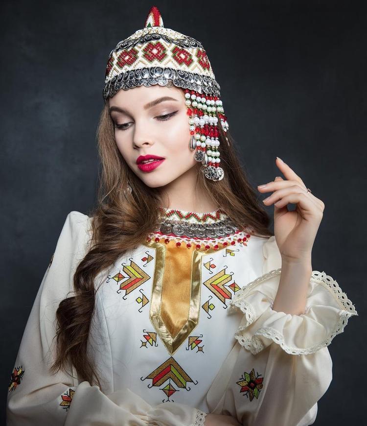 Nếu hai cuộc thi trùng thời gian tổ chức thì nhiều khả năng, Yulia Polyachikhina sẽ chọn cuộc thi Miss World - Hoa hậu Thế giới để tham gia, giống với các cựu hoa hậu Nga trước đó.
