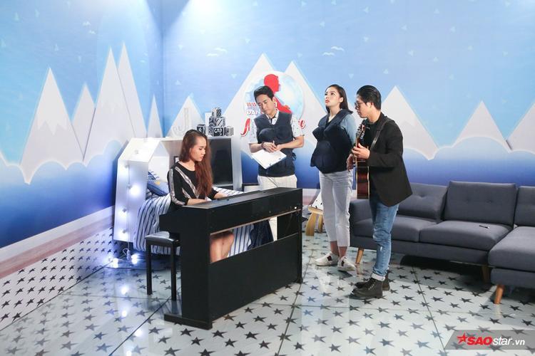 Hứa Vĩ Văn trở lại sân khấu sau 10 năm, cùng Kỳ Duyên gây xúc động khi hát về bé Bão