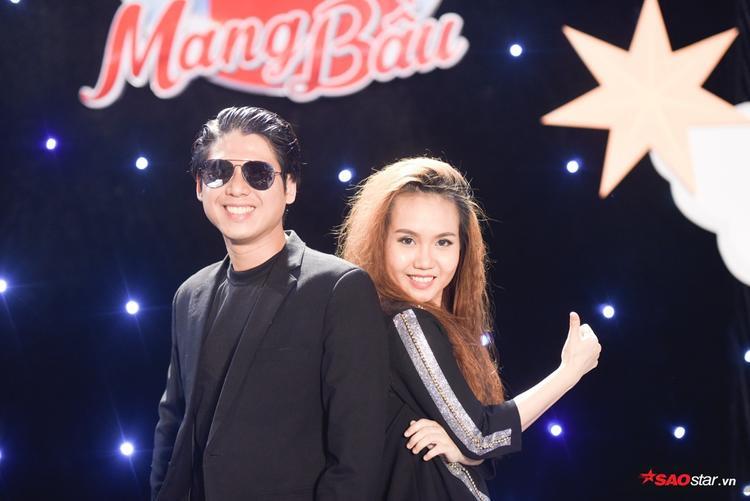 Đội Kỳ Vĩ nhận được sự hỗ trợ từ đôi vợ chồng nhạc sĩ Sa Huỳnh - Duy Hùng.
