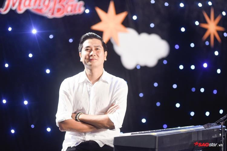 Sự góp mặt của nhạc sĩ Hồ Hoài Anh làm cho 3 đội đều phấn khích.