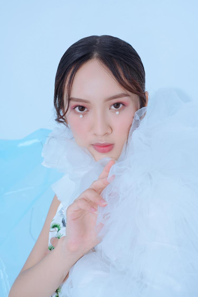 Vũ Quỳnh lựa chọn siêu mẫu - Á hậu Hoàng Thùy là thần tượng lý tưởng mà cô luôn học tập và theo đuổi.