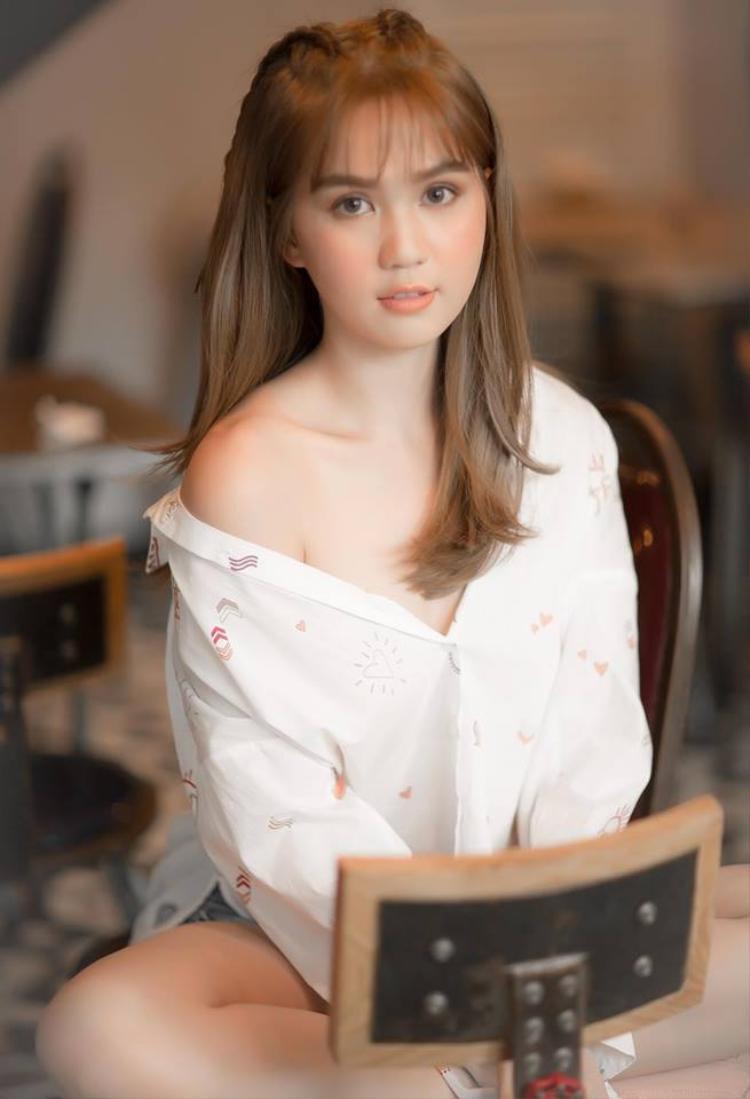 Kiểu tóc điệu đà khác của mỹ nhân Trà Vinh.