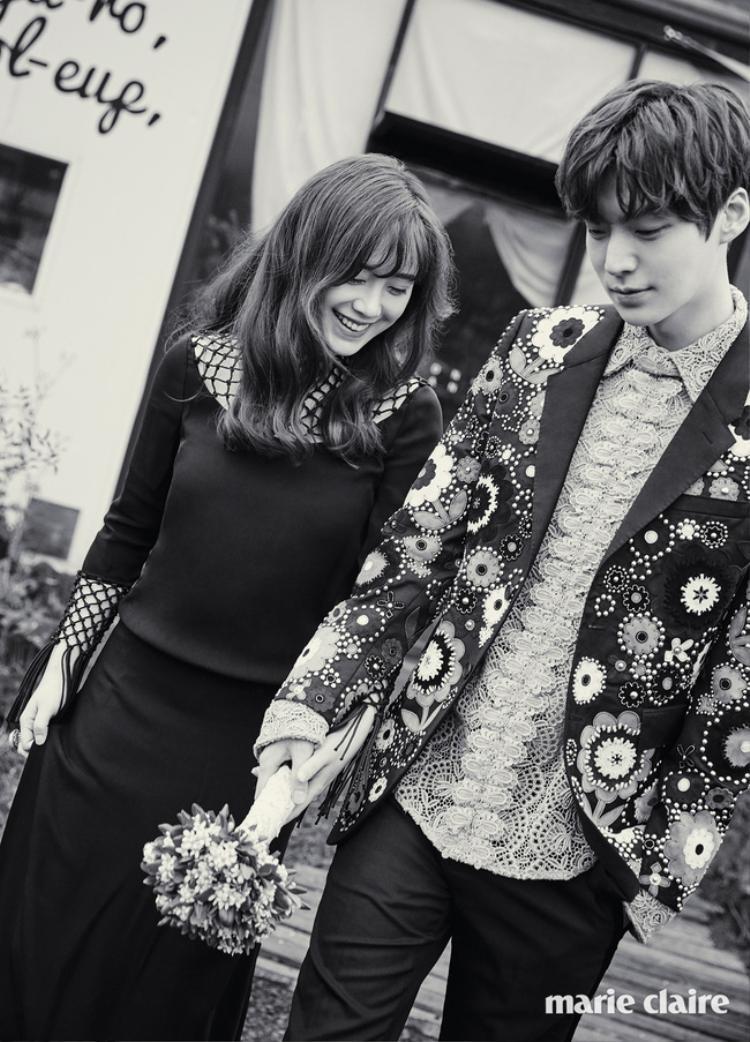 Ngoại hình phát tướng, liên tục lấy tay che bụng, phải chăng Goo Hye Sun đang mang thai con đầu lòng?