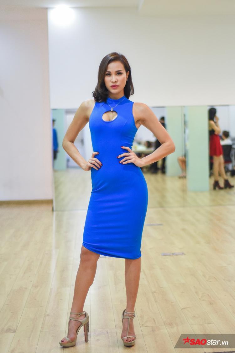 Diện trang phục đơn giản tôn hình thể, Phương Mai xuất hiện rạng ngời trong buổi huấn luyện thí sinh Siêu mẫu việt Nam 2018 khu vực phía Nam.