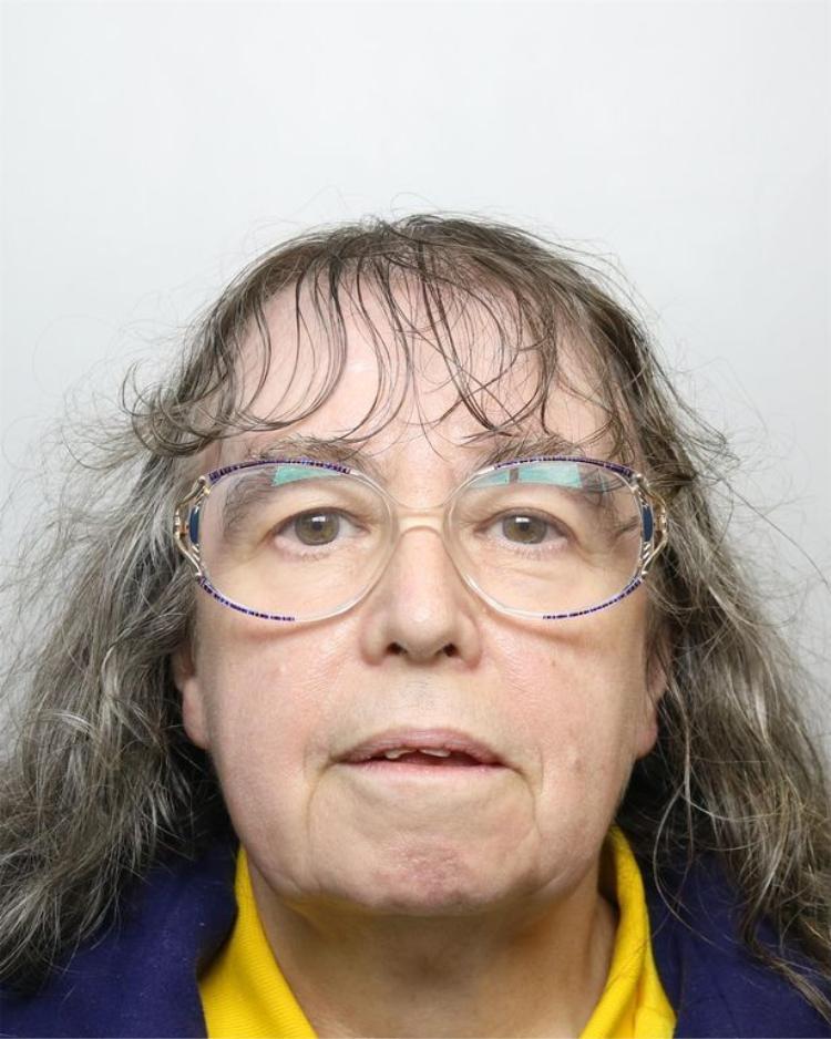Bà ngoại Denise Cranston cũng bị ngồi tù 3 năm vì tội tương tự.