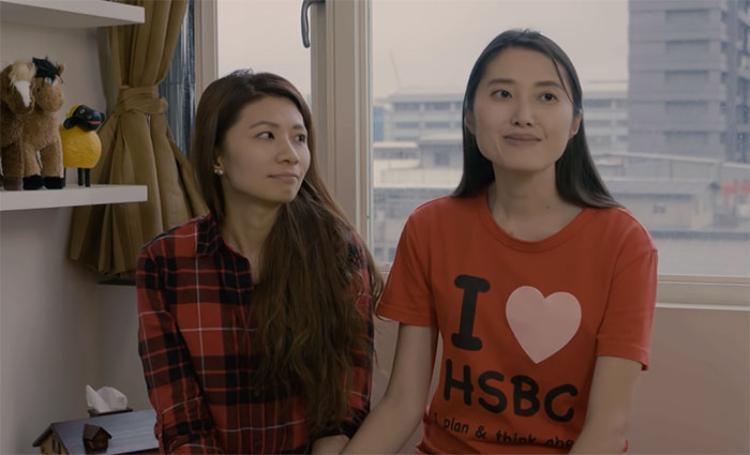 Hạnh phúc sau 11 năm yêu nhau trong lén lút của nữ nhân viên ngân hàng và bạn gái đồng tính
