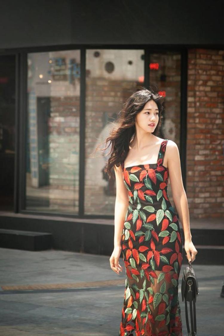 Thanh Tú là người đẹp Hoa hậu Việt Nam tiếp theo sau Á hậu Thuỵ Vân, Tú Anh, Diễm Trang đầu quân vào đài truyền hình.