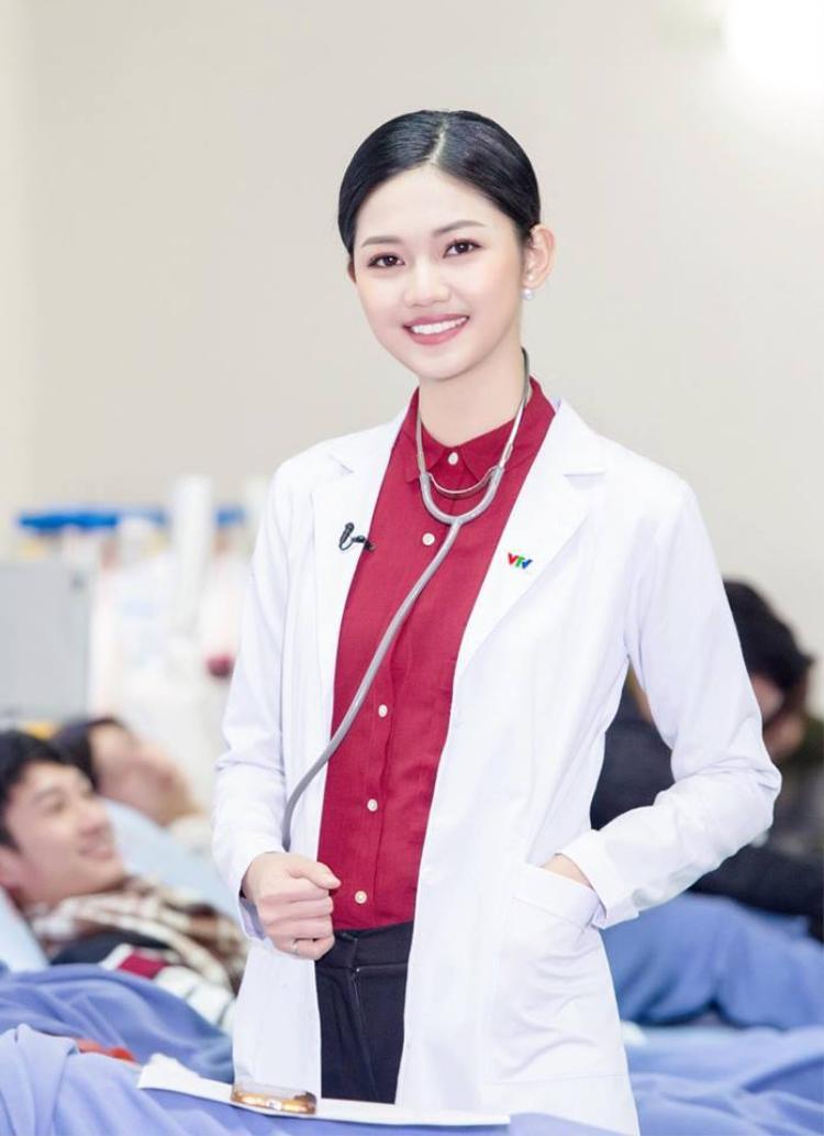 Á hậu Thanh Tú vừa mới đầu quân về VTV với vai trò biên tập viên bản tin Y tế. Cô đoạt ngôi vị á hậu cuộc thi Hoa hậu Việt Nam 2016.