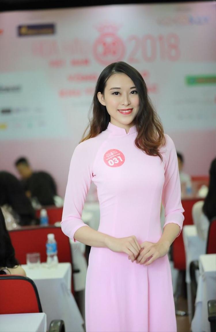 Cùng tên Trang và tốt nghiệp Đại học Ngoại thương, cô nàng Phan Thị Thu Trang (BTV của Trung tâm tin tức VTV 24, sinh năm 1993) cũng gây bão khi tham gia Sơ khảo phía Bắc Hoa hậu Việt Nam 2018.