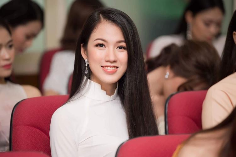 Vũ Thị Tuyết Trang (sinh năm 1994) hiện đang là biên tập viên tiếng Anh của VTV4, Đài truyền hình Việt Nam. Tuyết Trang ngay lập tức gây chú ý khi xuất hiện tại sơ khảo Hoa hậu Việt Nam 2018.