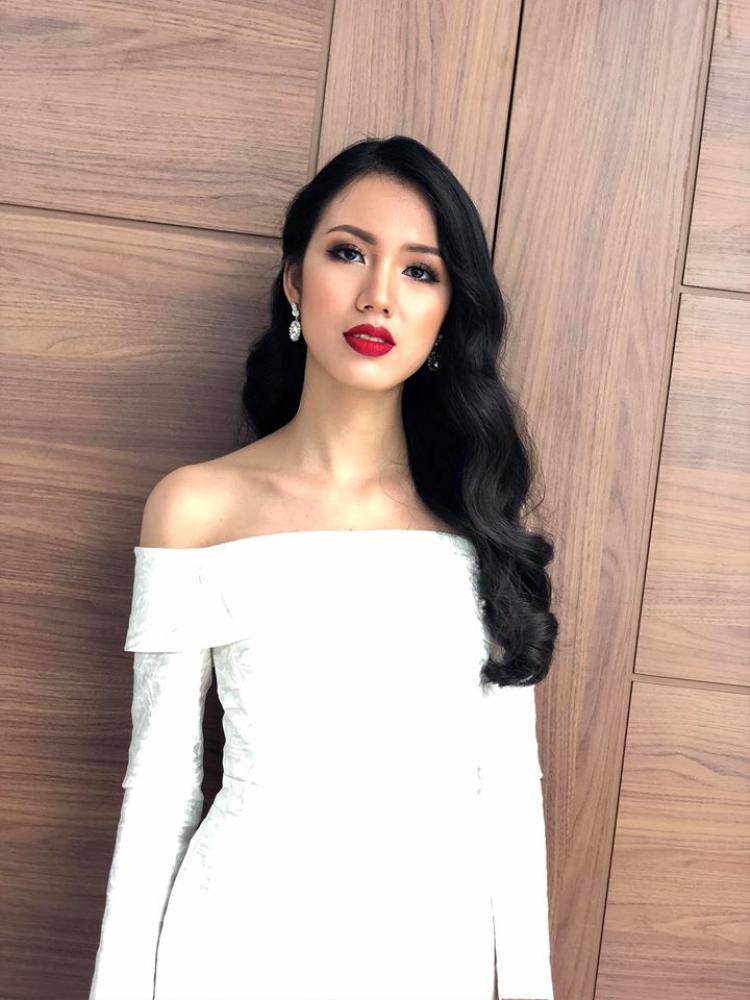 Người đẹp tốt nghiệp Đại học Ngoại thương, sở hữu chiều cao 1m71, số đo 3 vòng gợi cảm 80-63-89 cm. Hiện, Tuyết Trang đã lọt vào vòng Chung khảo miền Bắc.