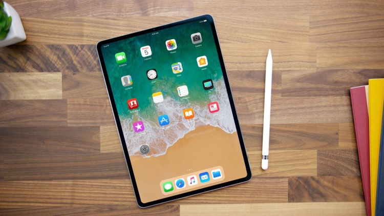 Với việc làm mỏng viền bezel và khai tử phím Home, cả 2 mẫu iPad mới sẽ có kích thước tổng thể nhỏ hơn so với những mẫu iPad có cùng kích thước màn hình.