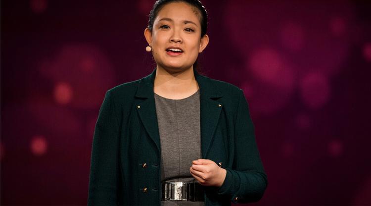 Amanda Nguyen tại buổi TED Talk nhằm vận động cho việc thông qua dự luật hồi tháng 2.2016. Ảnh: TED.