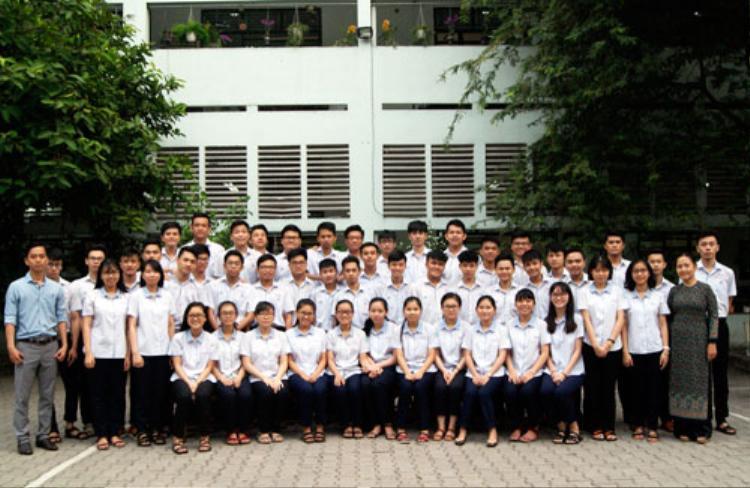 Tập thể lớp 12C2 trường THCS - THPT Nguyễn Khuyến. Ảnh:Nhân vật cung cấp.