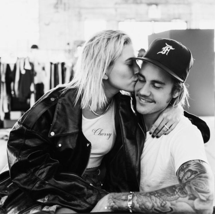 Justin  Hailey hôn nhau cực ngọt trong bồn tắm, ai còn nói rạn nứt tình cảm nữa chứ!