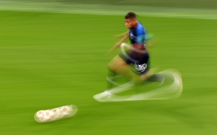Mbappe sở hữu một tốc độ kinh hoàng. Ảnh: Fifa.com.