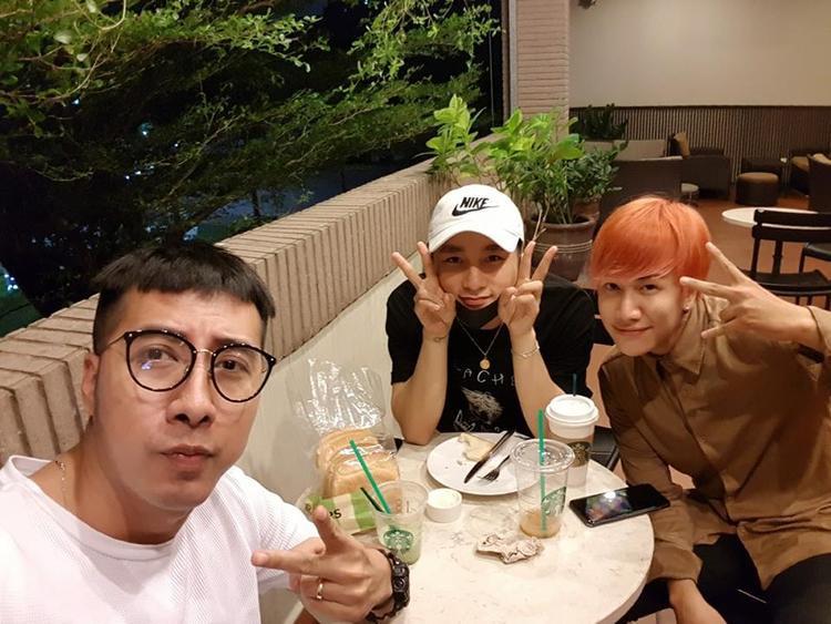 Hình ảnh thân thiết giữa OnlyC, cậu học trò Lou Hoàng và Sơn Tùng M-TP đầu năm 2018.