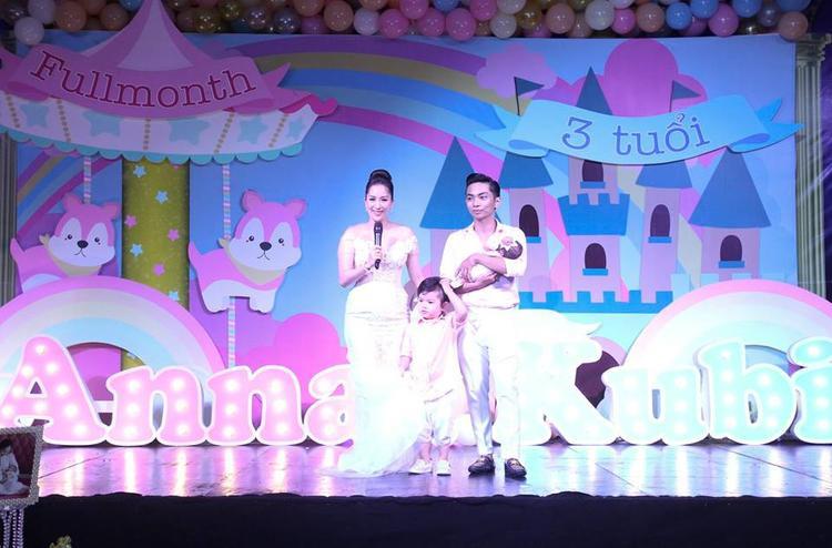 Vợ chồng Khánh Thi  Phan Hiển hé lộ tên con gái cưng trong lễ đầy tháng