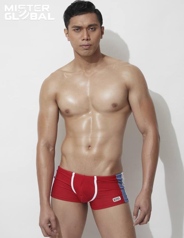 Trước Thuận Nguyễn, Nguyễn Văn Sơn đã mang về niềm tự hào cho phái mạnh Việt Nam khi đăng quang Mister Global 2015. Trong hình là đại diện của Malaysia.