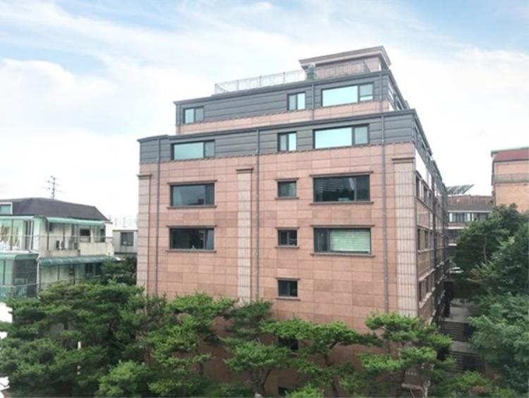 Căn hộ trị giá 1,5 tỉ Won đã được Hyolyn đổi chủ chỉ còn 1,2 tỉ Won.