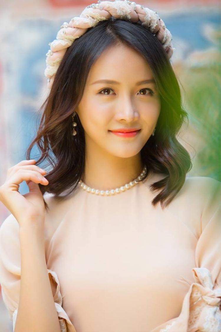 Thí sinh nổi trội đầu tiên là Trương Mỹ Nhân, sinh năm 1995, đến từ TP.HCM. Cô sở hữu gương mặt khả ái, chiều cao 1,78 m, cân nặng 57 kg, cùng chỉ số hình thể 80-62-93.