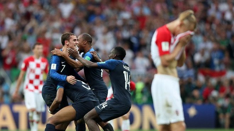 Các cầu thủ Pháp ăn mừng sau tiếng còi kết thúc trận đấu vang lên. Ảnh: Fifa.com.