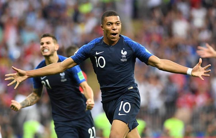 Ngay sau đó, Mbappe có bàn thắng thứ 4 cho Pháp. Ảnh: FIFA