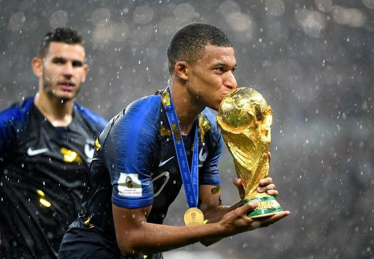Trọng tài bắt 11m Croatia, Pháp vô địch World Cup 2018