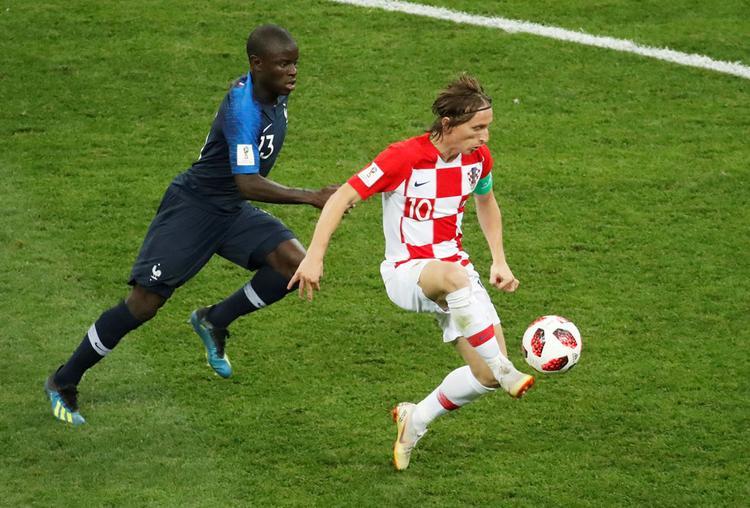 Modric chơi bóng như một quý ông trước tuyển Pháp. Ảnh: Reuters