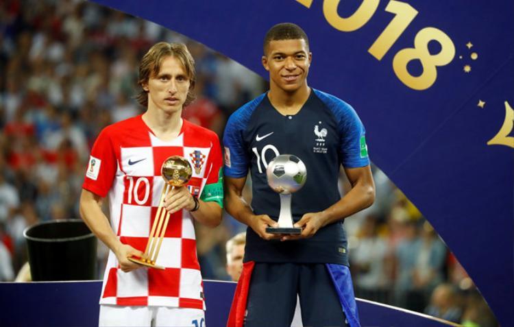 Luka Modric giành danh hiệu Quả bóng vàng World Cup 2018 sau trận chung kết cởi mở.