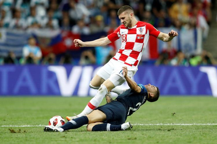Bóng đá không còn chi là bóng đá, nó còn là cuộc chiến về công nghệ.