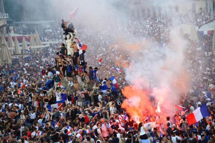 Hàng ngàn người dân ở Montpellier. Ảnh: AFP.