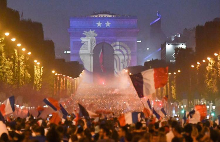 Không khí tại đại lộ Champs Elysees ở Thủ đô Paris. Ảnh: Getty.