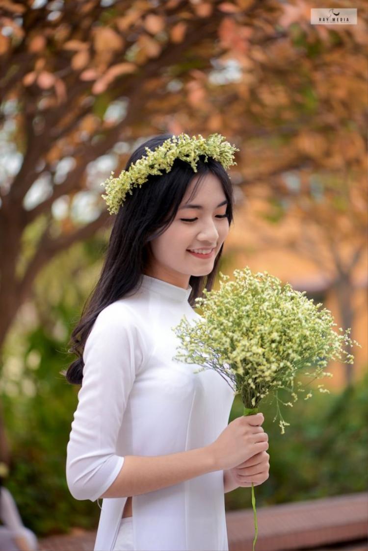 Nữ sinh đẹp tựa thiên thần từng là học sinh của lớp 12 chuyên Văn Trường THPT chuyên Vĩnh Phúc)
