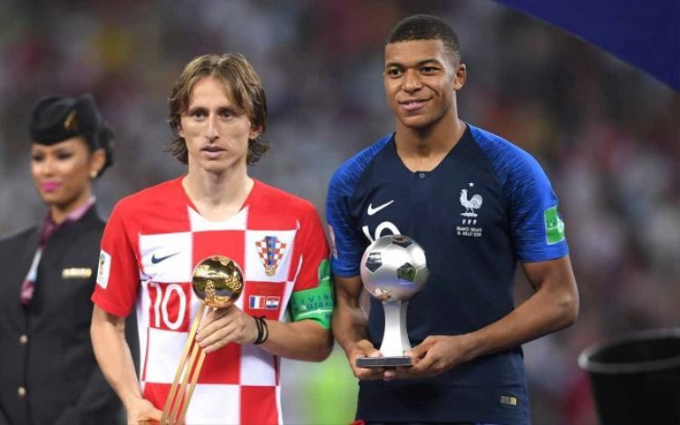 Modric nhận danh hiệu Quả bóng vàng World Cup 2018. Ảnh: Fifa.com.