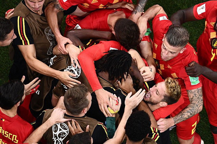 Các cầu thủ Bỉ ăn mừng bàn thắng vào lưới ĐT Nhật Bản.
