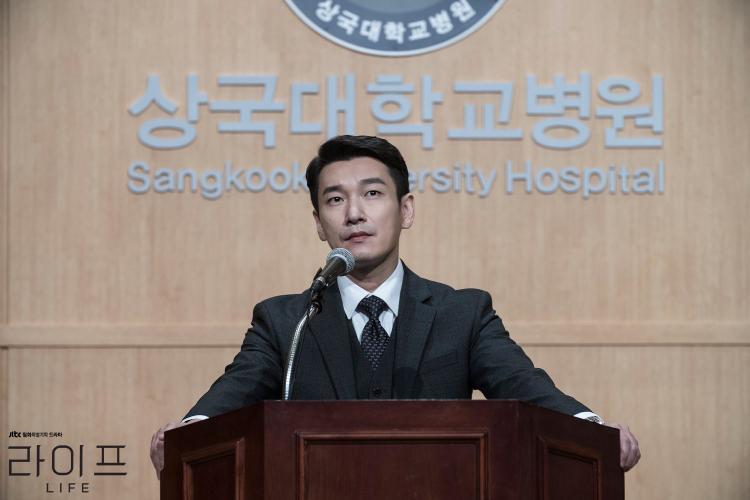Life: Màn đọ sắc giữa Lee Dong Wook và 'người tình màn ảnh' của Son Ye Jin  Bạn sẽ gục ngã trước ai?