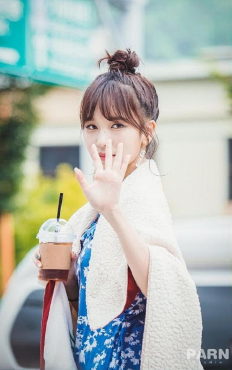 """Tái xuất tưng bừng, Twice Mina được cộng đồng mạng ca ngợi là """"Mỹ nhân Nhật xinh nhất trong lịch sử"""""""
