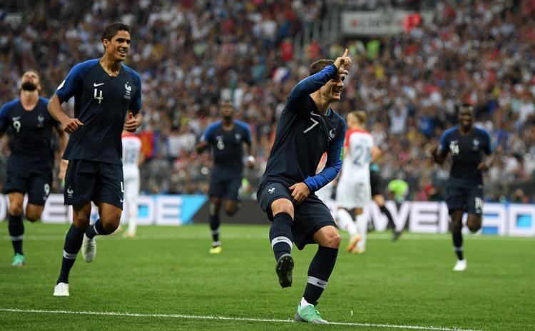 """Tiền đạo Antoine Griezmann đang thể hiện điệu nhảy """"Take the L"""" (Nguồn: GettyImages Europe)"""