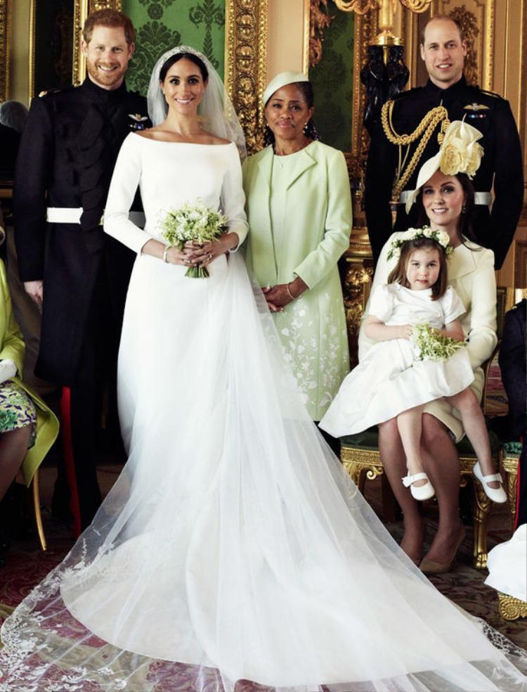 Đám cưới của Meghan chỉ có mẹ ruột tham dự.