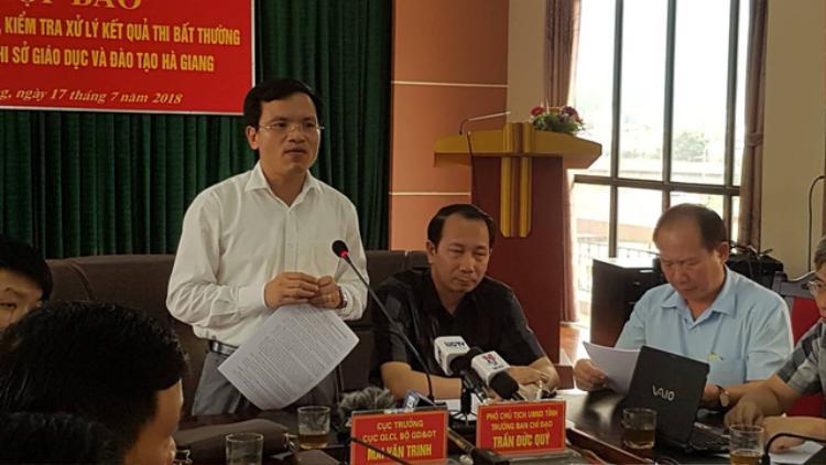 Ông Mai Văn Trinh - Cục trưởng Cục Quản lý chất lượng giáo dục trả lời báo chí Ảnh: Dân trí.