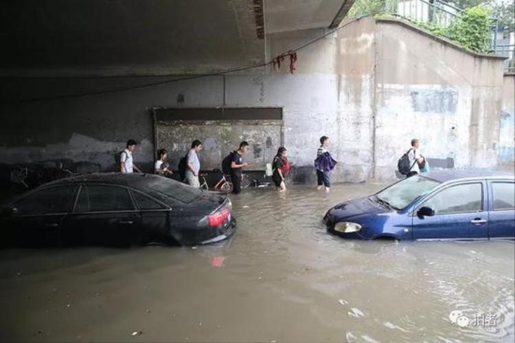 Có những khu vực, mực nước dâng cao lên tới 3 m.