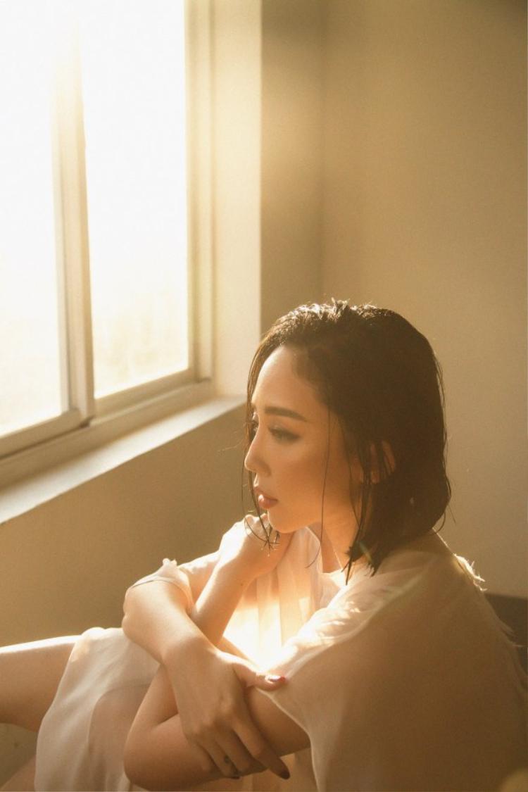 """Tuy nhiên với đoạn nhạc mà cô nàng bật mí thì khán giả giờ đây có thể yên tâm vào một ca khúc hứa hẹn """"cưa tim"""" từ Tóc Tiên."""