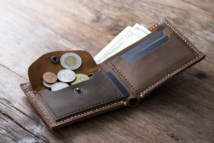 Thanh toán bằng tiền mặt vẫn là hình thức phổ biến nhất ở thời điểm hiện tại với điểm mạnh ở sự quen thuộc và tính thanh khoản.