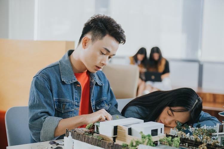 Cuối cùng là câu chuyện về mối tình đơn phương của chàng sinh viên kiến trúc dành cho cô bạn cùng lớp.